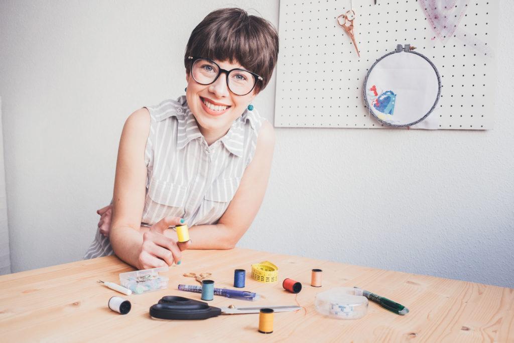 sobre Esther Martínez - instructora de costura y patronaje